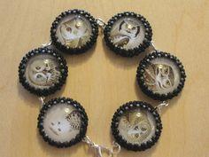 Perlenstickerei-Armband aus alten Bestimmungsbüchern Beaded Embroidery, Drop Earrings, Beads, Jewelry, Field Guide, Wristlets, Beading, Jewlery, Jewerly