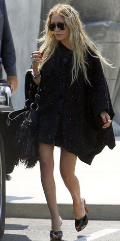 OLSENS ANONYMOUS MK MARY KATE OLSEN STYLE FASHION BLOG BLACK GREY GRAY OVERSIZED CARDIGAN COAT DRESS FRINGE TASSEL LEATHER BAG RINGS SQUARE RINGS GOLD SILVER WATCH OPEN TOE MULE CHRISTIAN LOUBOUTIN BLACK AVIATOR SUNGLASSES LA LOS ANGELES MAXFIELDS