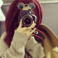 Find images and videos about women, camera and hijab on We Heart It - the app to get lost in what you love. Arab Girls Hijab, Muslim Girls, Muslim Women, Muslim Couples, Hijabi Girl, Girl Hijab, Hijab Outfit, Cute Girl Pic, Stylish Girl Pic