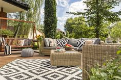 Homeowner How-To's: Picking Patio Furniture