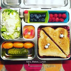 Last @planetbox lunch of the week! We have an organic ham sammich, a pickle, grape tomatoes, organic romaine with feta and a tiny bottle of oil&vinegar dressing, blueberries, and raspberries. Come on, weekend! #healthylunch #bento #eattherainbow #planetbox #organic #healthykids #justeatrealfood #packedlunch #momlife #parenting #schoollunch #cleaneats  #eatyourveggies  #realfood #nutrition #healthylife #Lunchideas #Superfoods #Lunchbox #Healthyfamily #wholefoods #kidslunch #foodnetworkfaves…