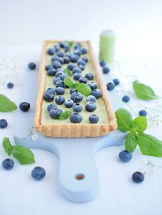 Delicious tart with fresh blueberries and basil filling. (in Slovak) Baking Recipes, Cake Recipes, Food Photography Props, Cake Blog, Food Inspiration, Basil, Tart, Blueberry, Breakfast