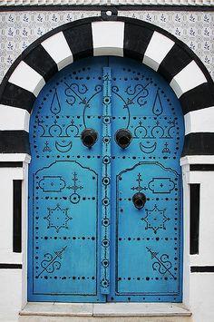 . Bellissimi contrasti di bianco, nero e azzurro