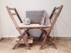 """MUY FÁCIL Y MUY SIMPLE  Me encanta nuestro nuevo mueble. Es muy simple de hacer, tan solo hay que unir dos sillas (tienen que ser iguales) con """"hilo de pita"""", después colocamos un """"palet"""" en la pata de una de las sillas y lo utilizamos de revistero, para decorar hemos puesto una mini bola de discoteca y un árbol hecho con hojas de revista (una manualidad muy guay tambien).  ¡¡¡Y YA TENEMOS NUESTRO NUEVO APOSENTO!!!  Saludos y besos!"""