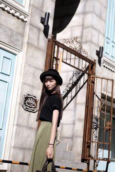 はじけろ!日本!がんばろう!紀伊半島! Relaxed Outfit, Japanese Fashion, Editorial Photography, Fashion Photo, Asian Beauty, Editorial Fashion, Feminine, Street Style, Style Inspiration