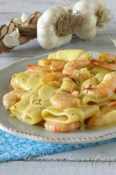 Paccheri cremosi con gamberi e zafferano- Paccheri cremosi con gamberi e zafferano - Italian Pasta Recipes, Best Italian Recipes, Fish Recipes, Lunch Recipes, Cooking Recipes, Easy Pasta Dishes, Easy Smoothie Recipes, Vegetarian Lunch, Love Food