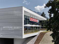 Individuelle Gestaltung je nach Designwunsch mit dem Glass Sandwich Paneel (GSP). Referenz: Eurospar in Kufstein/Tirol. Garage Doors, Exterior, Outdoor Decor, Design, Home Decor, Homemade Home Decor, Outdoor Spaces, Design Comics, Decoration Home