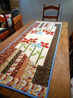 Caminho de mesa flores em patch