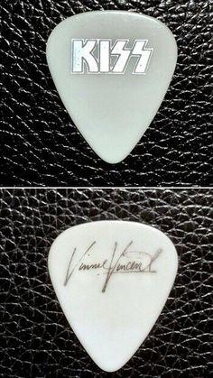 retail Complete sealed set KISS Alive cards 2 passes /& logo guitar pick $60