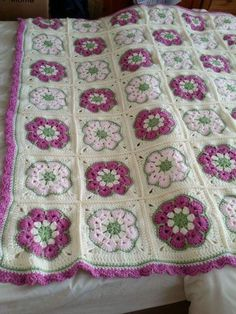 Crochet African Flower Blankets – Free Pattern and Video Tutorial patterns blanket granny square african flowers Crochet African Flower Blankets – Free Pattern And Video Tutorial Crochet Blanket Tutorial, Crochet Bedspread Pattern, Afghan Crochet Patterns, Baby Blanket Crochet, Crochet Motif, Crochet Yarn, Knitting Patterns, Crochet Birds, Crochet Food