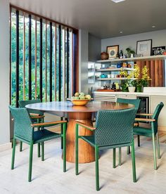 WEBSTA @ anacarolinagalvao - Ambiente delicioso e com estilo tropical! Kitchen Dinning, Dining Nook, Dining Room Furniture, Outdoor Furniture Sets, Estilo Tropical, Sweet Home, Dinner Room, Interiores Design, Kitchen Colors