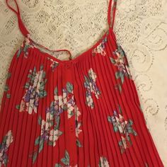 Kimchi Blue floral top Super cute floral pleated top. Kimchi Blue Tops Blouses