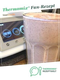 Breakfast Smoothie by LeckerKochen A Thermomix ® recipe from the Drinks category www.de, the Thermomix® Community. The post Breakfast-smoothie appeared first on Food Monster. Smoothie Packs, Smoothie Prep, Smoothie Detox, Fruit Smoothies, Healthy Smoothies, Detox Breakfast, Breakfast Smoothies, Free Breakfast, Clean Eating Recipes