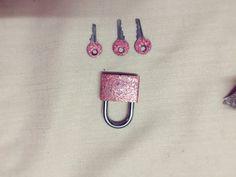 Locks, Glitter, Crafts, Manualidades, Door Latches, Handmade Crafts, Craft, Arts And Crafts, Artesanato