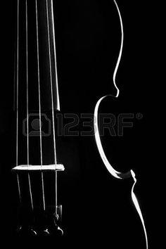 Viool orkest muziekinstrumenten close-up geïsoleerd op zwart photo