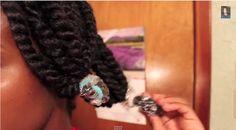 Of je nu je natuurlijke krullen draagt of een relaxer in je haar hebt; we zijn allemaal constant op zoek naar een goede vochtbalans in ons haar. Dit is waarschijnlijk dé truc die je zal helpen om voor altijd van droog haar af te komen. Het heet de Baggy Method. Het is super simpel en werkt gegarandeerd voor iedere haartype.