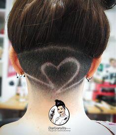 Undercut-Design mit Verblassen von Rose d Undercut Hairstyles Women, Undercut Women, Cool Hairstyles, Wedding Hairstyles, Updo Hairstyle, Shaved Undercut, Short Hair Undercut, Haare Tattoo Designs, Long Curly Hair