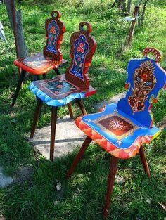 Artiștii Corina și Dragoș Petculescu și-au făcut atelier la țară, unde pictează minunate icoane și piese de mobilier | Adela Pârvu - jurnalist home & garden