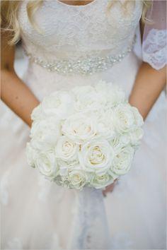 white rose bouquet @weddingchicks
