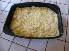 1 kg de pommes de terre découpées finement en lamelles 2 gousses d'ail 250 ml de lait demi-écrémé 20 cl de crème fraiche liquide (ou 25 cl au choix, 20 pour moi, c'est pratique, c'est une briquette) sel poivre pincée de noix de muscade (si on aime) Mettre...