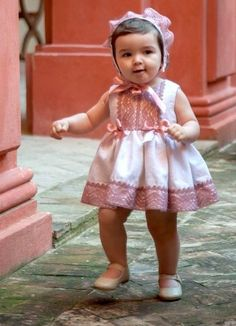 Precioso Baby Girl Dresses, Baby Dress, Flower Girl Dresses, Baby Princess, Princess Style, Little Girl Outfits, Kids Outfits, Frocks For Girls, Sewing For Kids