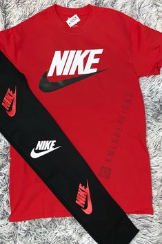 Image of bloody nike Fashion Mag, Cute Fashion, Fashion Ideas, Fashion Outfits, Fashion Tips, Nike Sandals, Nike Shoes, Teenager Outfits, Girly Outfits