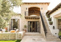 Beautiful Mediterranean style dream home in Paradise Valley, Arizona - Best house decoration Mediterranean Homes Exterior, Mediterranean Home Decor, Mediterranean Architecture, Exterior Homes, Tuscan Homes, Paradise Valley Arizona, Loft Stil, Plans Architecture, Light Architecture