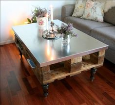 Pallet Table Plans Possibly with different legs? Pallet Table - Moveable Piece of Art Pallet Furniture Plans, Pallet Furniture Designs, Diy Furniture, Recycled Pallets, Wooden Pallets, Euro Pallets, Recycled Wood, Table Palette, Diy Tisch