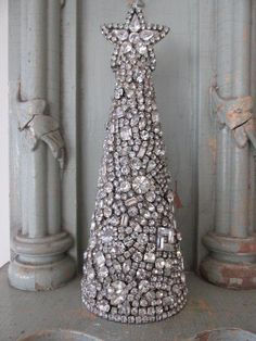 EXQUISITE CONE SHAPED CHRISTMAS TREE Made with Vintage RHINESTONES JEWELRY w/STAR