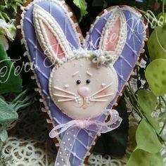 #easterbunnies #hearts #easter #decoratedcookies #gingerbread #cookieart #kids #keepsake #gifts #gingerbreadart