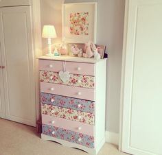 Kommode The post DIY Makeover Decoupage Kommode appeared first on PINK DiY.DIY Makeover Decoupage Kommode The post DIY Makeover Decoupage Kommode appeared first on PINK DiY. Large Ginger Jar with Lid Childrens Furniture, Decoupage Dresser, Room Interior Design, Furniture Makeover, Vintage Painted Furniture, Refurbished Furniture, Diy Furniture, Furniture, Chest Of Drawers Makeover