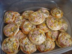 Aprenda a preparar a receita de Minipizza rápida Mini Pizzas, Pizza Bites, Como Fazer Mini Pizza, Focaccia Pizza, Food Net, Good Food, Yummy Food, Delicious Dinner Recipes, I Foods