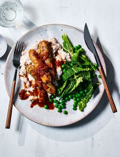 You wouldn't believe our healthier bangers and mash recipe is under 400 calories. A few simple swaps mean you can enjoy comfort food on a diet or for a lighter midweek meal. This delicious recipe is also gluten-free and on the table in just 30 minutes. Healthy Dinner Recipes, Soup Recipes, Healthy Dinners, Bangers And Mash Recipe, Sausage And Mash, Sainsburys Recipes, Midweek Meals, Food Trends, Everyday Food