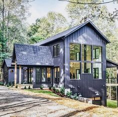 You can be 100 sure that metal building homes will hold any weather condition. These metal frame homes are super strong, long life time and eye-catching too. Metal Building Homes, Metal Homes, Building A House, Modern Farmhouse Exterior, Farmhouse Design, White Farmhouse, Plan Chalet, Pole Barn Homes, Pole Barns
