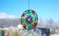 Peel off the coating of a CD to reveal a clear under layer, then transform it into a beautiful, vibrant suncatcher! Recycled Cd Crafts, Old Cd Crafts, Diy Crafts Hacks, Decor Crafts, Recycled Glass, Home Decor, Cd Wall Art, Cd Diy, Art Projects