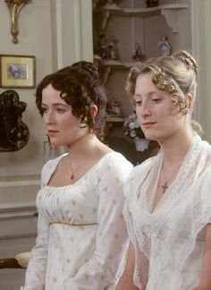 Pride and Prejudice with Jennifer Ehle and Susannah Harker as sisters Lizzie and Jane. Colin Firth, Susannah Harker, Jennifer Ehle, Jane Austen Movies, Regency Dress, Regency Era, Bbc, Elizabeth Bennet, Mr Darcy
