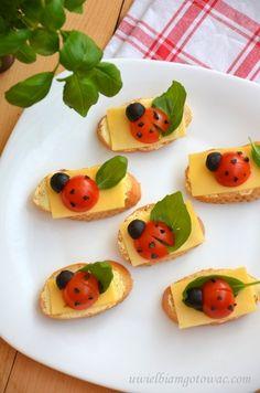 Biedronki z pomidorków i oliwek Good Food, Yummy Food, Woodland Party, Food Humor, Food Design, Food Videos, Food Art, Kids Meals, Baby Birthday