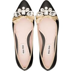 Miu Miu Ballerinas ($595) ❤ liked on Polyvore featuring shoes, flats, sapatos, black, patent leather ballet flats, embellished ballet flats, black flats, bow flats and black patent leather flats