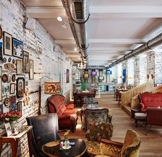 Vollpension Wien - the cutest café in Vienna Restaurant Design, Cafe Restaurant, Coffee Shop Design, Cafe Design, Hipster Cafe, Deco Cafe, Cosy Cafe, Vintage Cafe, Home Decor
