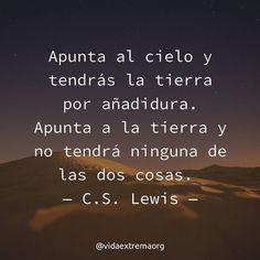 En esta ocasión les comparto una frase del autor C.S. Lewis. La cual nos invita a pensar sobre la trascendencia de las decisiones que tomamos cada día. #Liderazgo #Iglesia #Discipulos Imágenes cristianas gratis