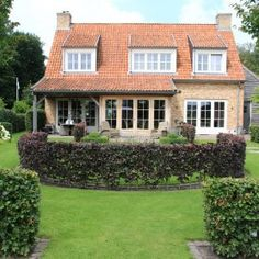 Tuinmeesters - projecten Garden Deco, Front Elevation, Interior Inspiration, Sweet Home, Gardening, Mansions, House Styles, Home Decor, Gardens