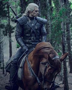 Henry Cavill as Geralt of Rivia in The Witcher (Netflix The Witcher Game, The Witcher Geralt, Witcher Art, Henry Cavill, Netflix Series, Series Movies, Tv Series, Serie Tv, The Witchers