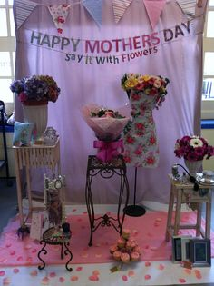 Flower shop window display (mothers day) created by rose, amy and sophie sh Store Window Displays, Display Windows, Shop Displays, Design Food, Store Windows, Arte Floral, Poster Layout, Vintage Design, Shop Interior Design