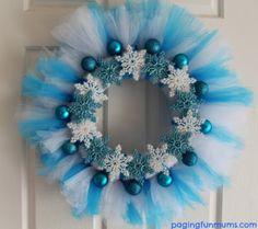Olá!!!! Vamos fazer mais uma ideia super congelante??? Para sua festa Frozen, uma guirlanda enfeitando a porta de entrada da festinha!!! Qu...