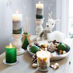 Natural Sitting Reindeer - White