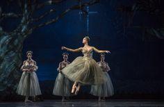 Giselle. Ballet de Santiago. Camila Aranda (Myrtha). Foto: Patricio Melo