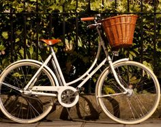 The PASHLEY BRITANNIA bike, perfect for country roaming. Click link for more inspo.