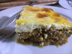 Bobotie - Cook Halaal Mince Dishes, Beetroot Recipes, Onion Sauce, Served Up, What To Cook, Chutney, Easy Meals, Cooking, Kitchens