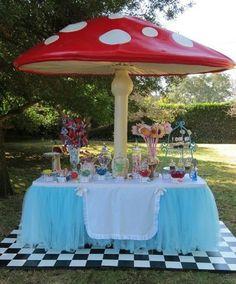 Festa pic nic Alice no país das maravilhas.  Maravilha é essa mesa!