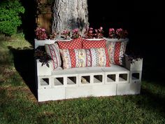 Combine with moss and nestle into a well grown nook Cement block couch planter. Combine with moss and nestle into a well grown nook. Cinder Block Furniture, Cinder Block Bench, Backyard Projects, Outdoor Projects, Outdoor Decor, Fire Pit Using Cinder Blocks, Diy Patio, Backyard Patio, Cubbies